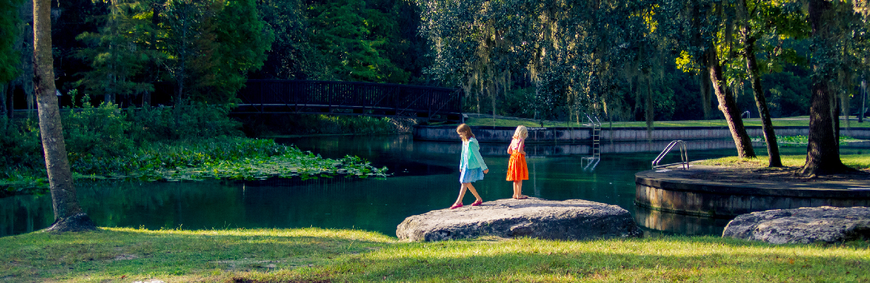 Two kids in a park in Orlando, one of the top free things to do for families in the city.